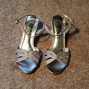 *Brand New* Silver sparkly dress shoes.